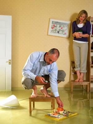 Как возместить ущерб, если квартиру затопило по вине сотрудника управляющей компании ?